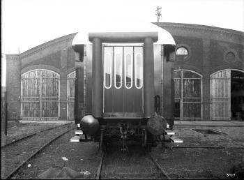Westwaggon: Prototyp des Eilzugwagens C 4üpwe, 75 201, Regensburg, 4-achsig, 3. Klasse, erstmalig an den Wagenstirnseiten mit Gummiwulsten ausgestattet, Kopfansicht Quelle: arachne