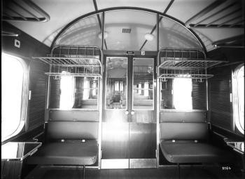 Westwaggon: Eilzugwagen C 4üpwe, Nr. 75 201, Regensburg, 4-achsig, 3. Klasse, beide Wagenstirnseiten besitzen Gummiwulste, Prototyp, Abteilansicht Quelle:arachne