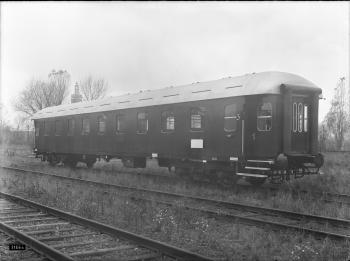 Westwaggon: Eilzugwagen C üpwe, Nr. 75 201, Regensburg, 4-achsig, 3. Klasse, beide Wagenstirnseiten besitzen Gummiwulste, Gesamtansicht Quelle: arachne