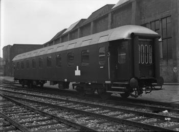 Westwaggon: Eilzugwagen C 4ü, Nr. 33 851, Regensburg, 4-achsig, 3. Klasse, beide Wagenköpfe besitzen Gummiwulste, Prototyp Quelle: arachne