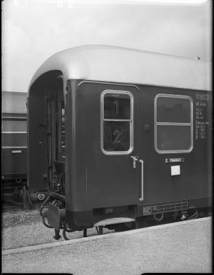 Gebrüder Gastell: Deutsche Schnellzugwagen Vierachsig, Mainz, AB4üm 11803, Stirnwand außen Quelle: arachne