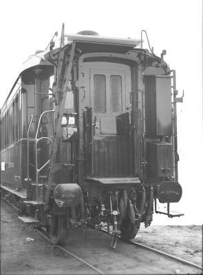Speisewagen WR 4ü, Nr. 2477, Teakholzaufbau, mit Aufschrift: Internationale Eisenbahn-Schlafwagen-Gesellschaft, Kopfansicht, 1912
