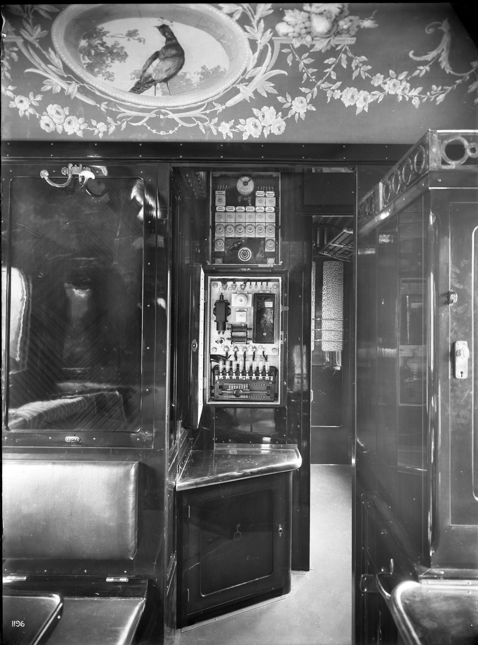 Speisewagen WR 4ü, Nr. 2477, Teakholzaufbau, innenelektrische Schaltanlage, 1912