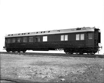 Speisewagen WR 6ü, Nr. 0816, 6-achsig, Teakholzaufbau, mit Aufschrift: Deutsche Eisenbahn-Speisewagen-Gesellschaft, 1914