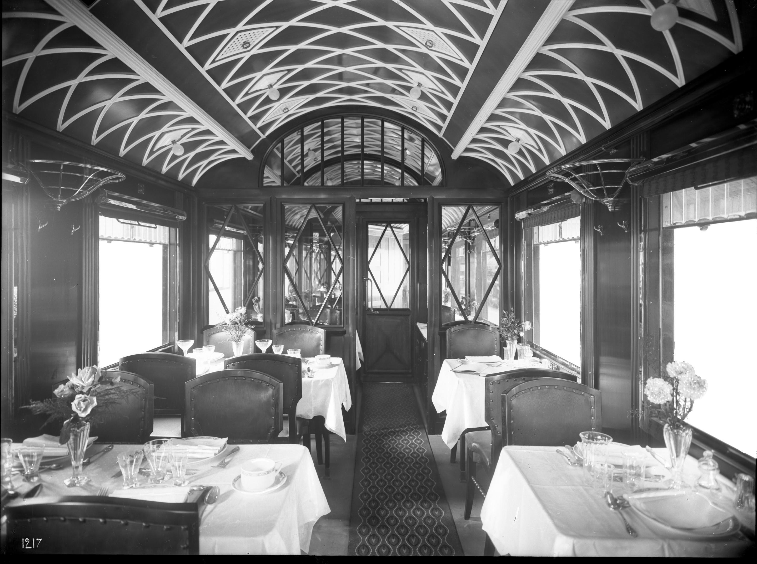 Speisewagen, Deutsche Eisenbahn-Speisewagengesellschaft, Nr.0816, WR6ü, Teak. Innenansicht, 1914
